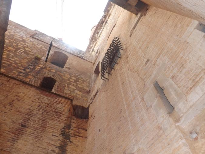 murs vus d'en bas