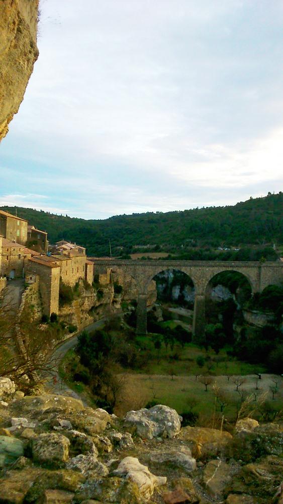 vue sur le pont et le village depuis le château