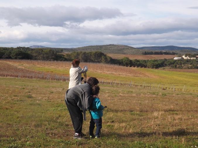 franck, matthieu et maman admirent le paysage