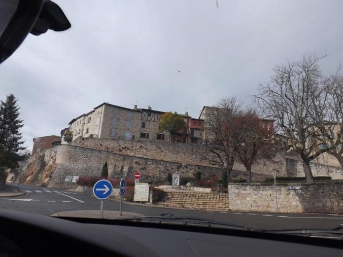 L'arrivée sur Castelnau de Montmiral