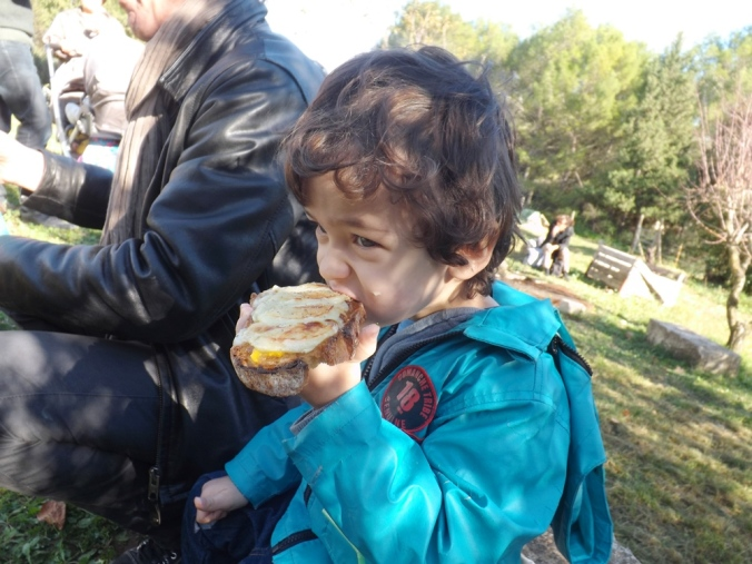 matthieu mange un bout de tartine
