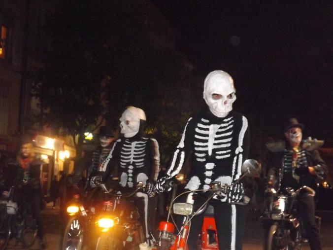 squelettes à mobylettes