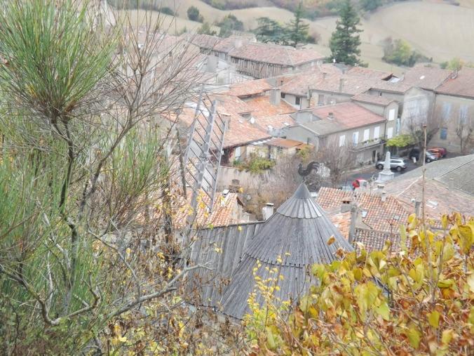 vue sur le village de lautrec depuis le calvaire