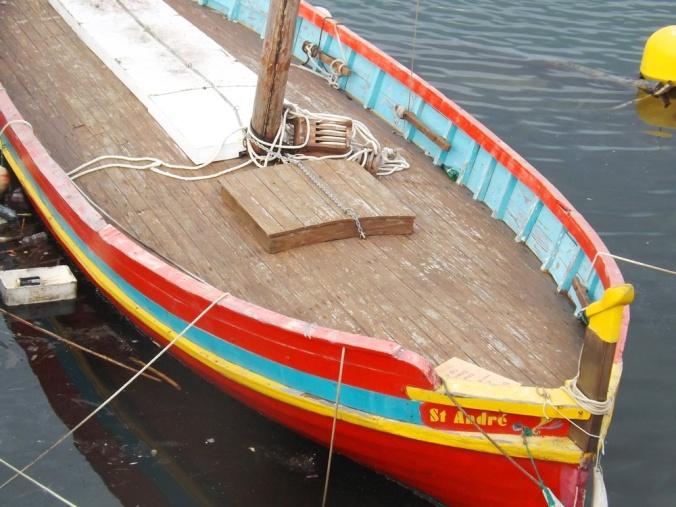 bateau amarre au mole st louis a sete