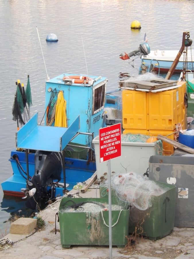 bateaux pour la peche et containers mole st louis sete