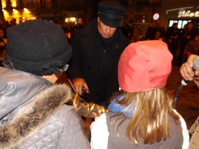 benediction de la buche de noel lors du rituel de cacha fuoc pegoulade pezenas decembre 2015