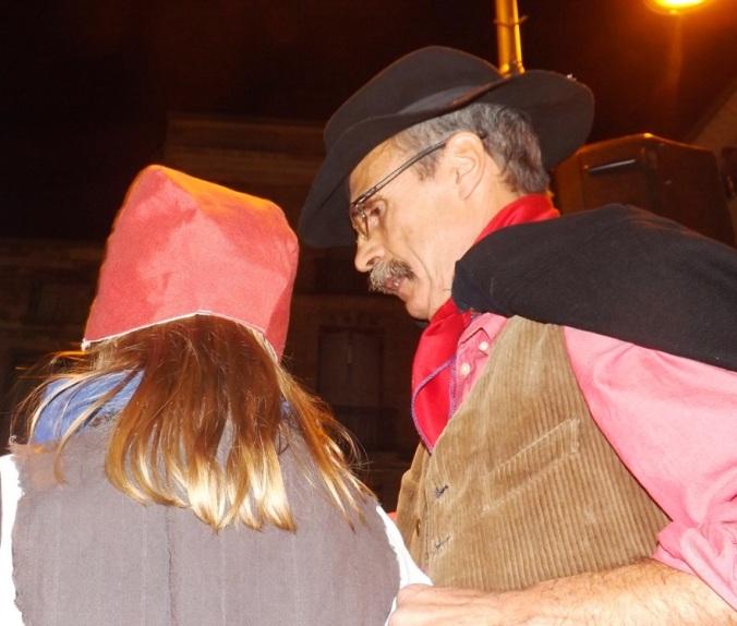 claude alranq et la petite fille pour le rituel de cacha fuoc a pezenas