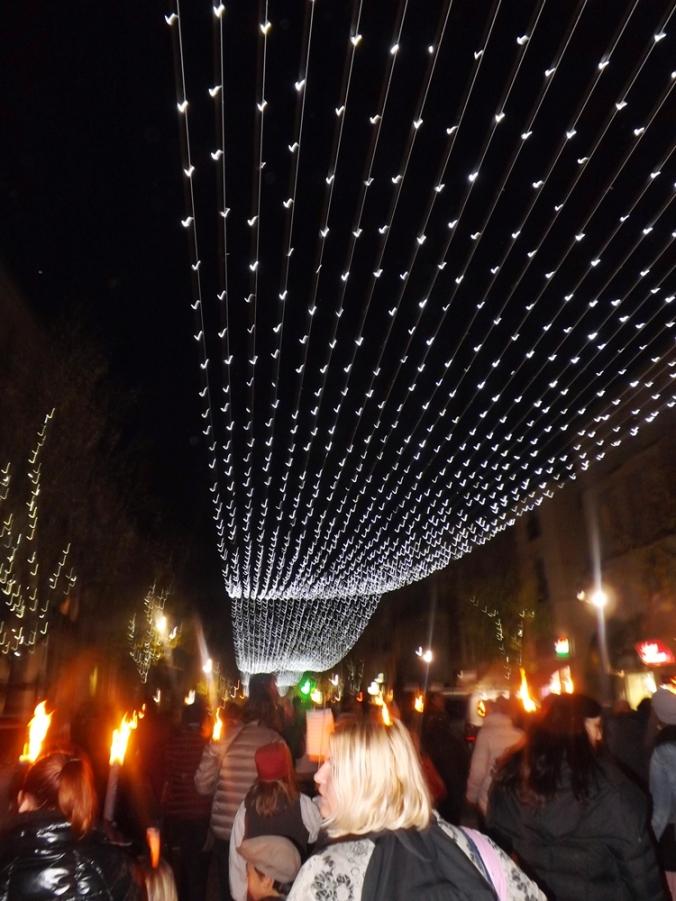illuminations et procession aux fmabeaux lors de la pegoulade 2015 a pezenas