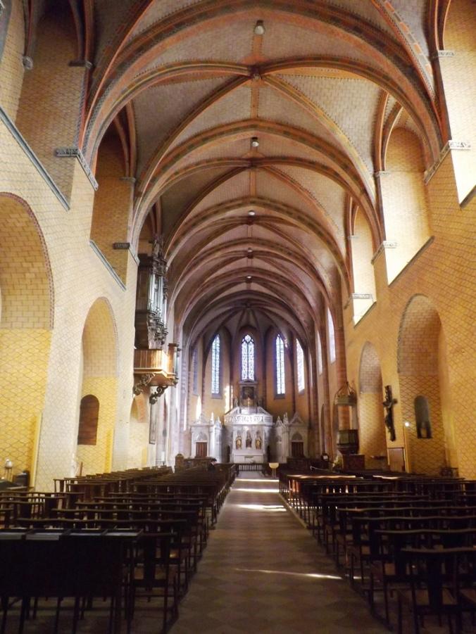 intérieur peint de l'eglise abbatiale st pierre de moissac