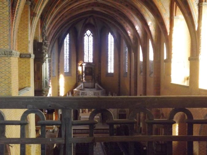 interieru de l'abbaye st pierre de moissac vu de la chapelle st michel
