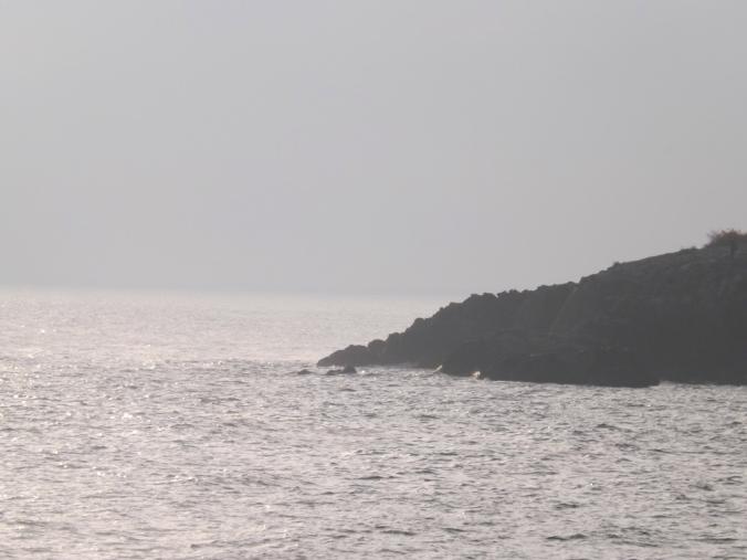 la mer sur les rochers sete