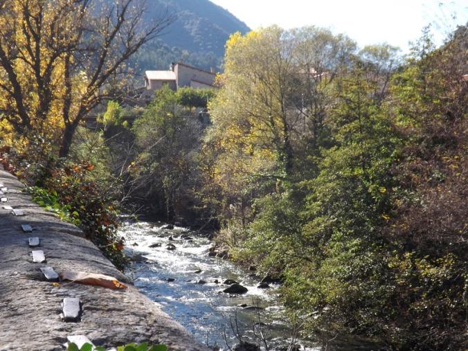 la rivière qui passe aux pieds desr emparts de villefranche de conflent