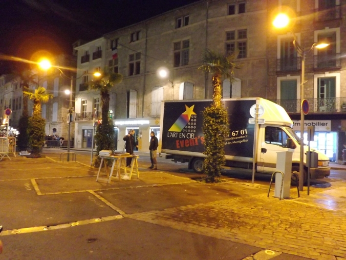 les artificiers installent l'embrasement nadal pezenas