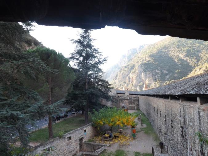 les fortifications extérieures vus de l'intérieur des remparts de villefranche de conflent