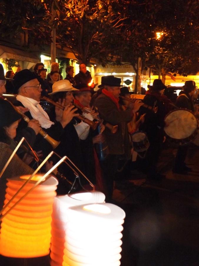 les musiciens lors de la pegoulade pzenas decembre 2015