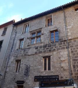 maison medievale et boutique de speleologie a villefranche de conflent