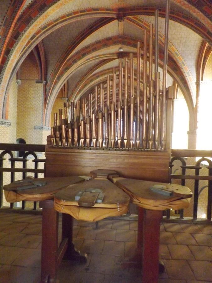 orgue du Xème s dans la salle st michel de l'abbaye de moissac