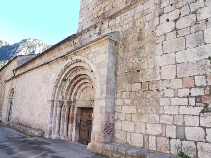 portail de l'eglise st jacques de villefranche de conflent