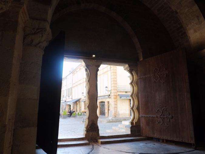 portes en bois narthex du clocher-porche de l'abbaye st pierre de moissac