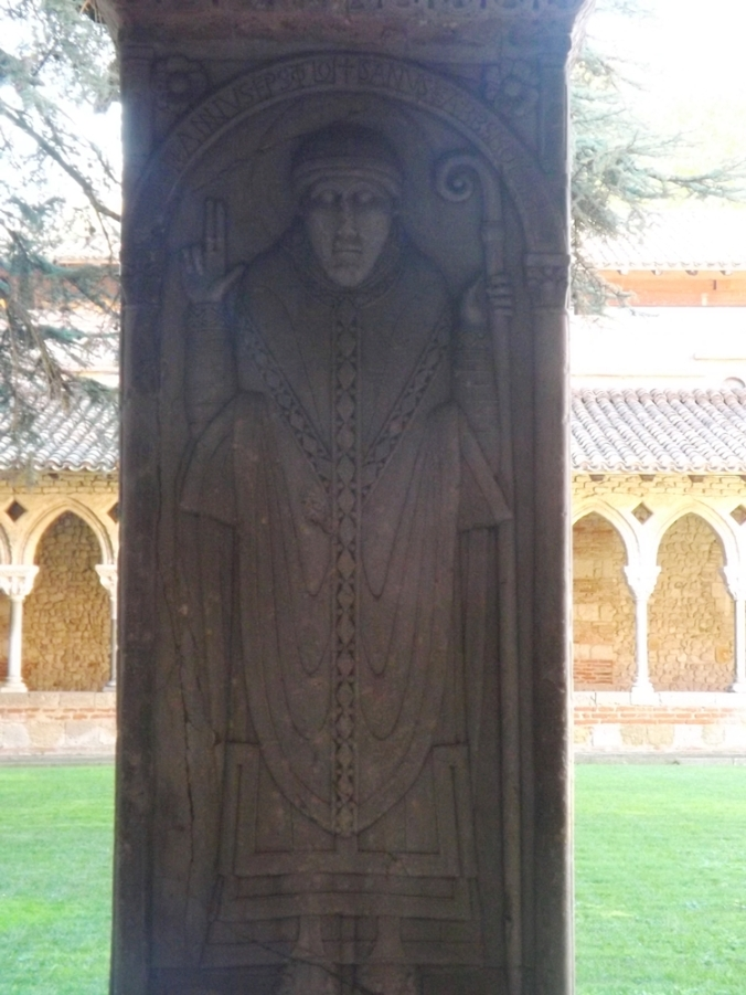 un des apotres cloitre de l'abbaye de moissac