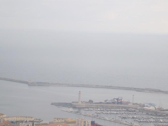 vue rapprochee du mole st louis et du phare depuis le panoramique de sete