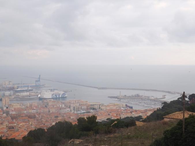 vue sur la mer et le port de sete depuis le panoramique