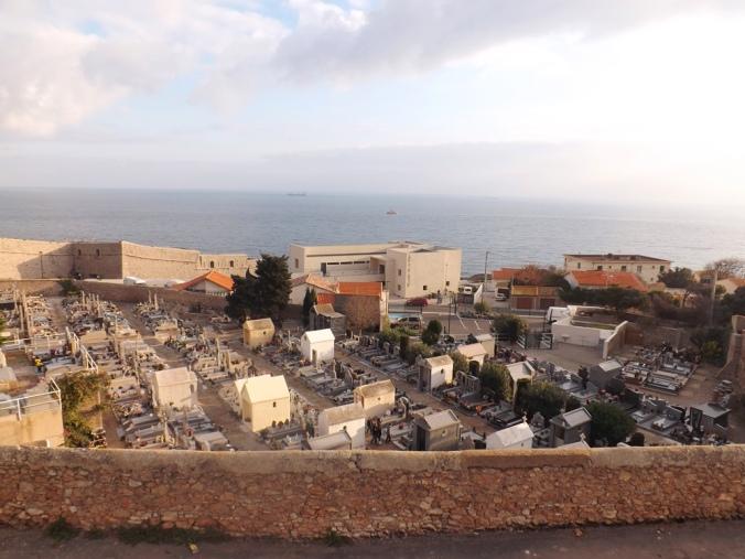 vue sur le theatre de la mer depuis le cimetiere marin de sete
