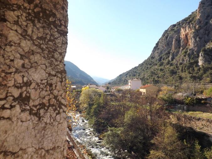 vue sur les montagnes remparts villefranche de conflent