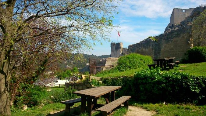vue sur le chateau des baux de provence