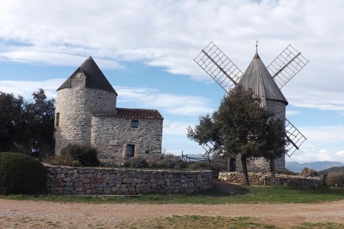 deux des trois tours faugeres les moulins