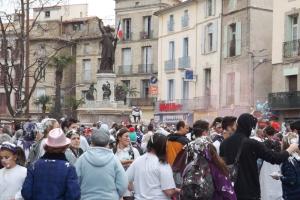 foule place de la Republique carnaval 2016 Pezenas