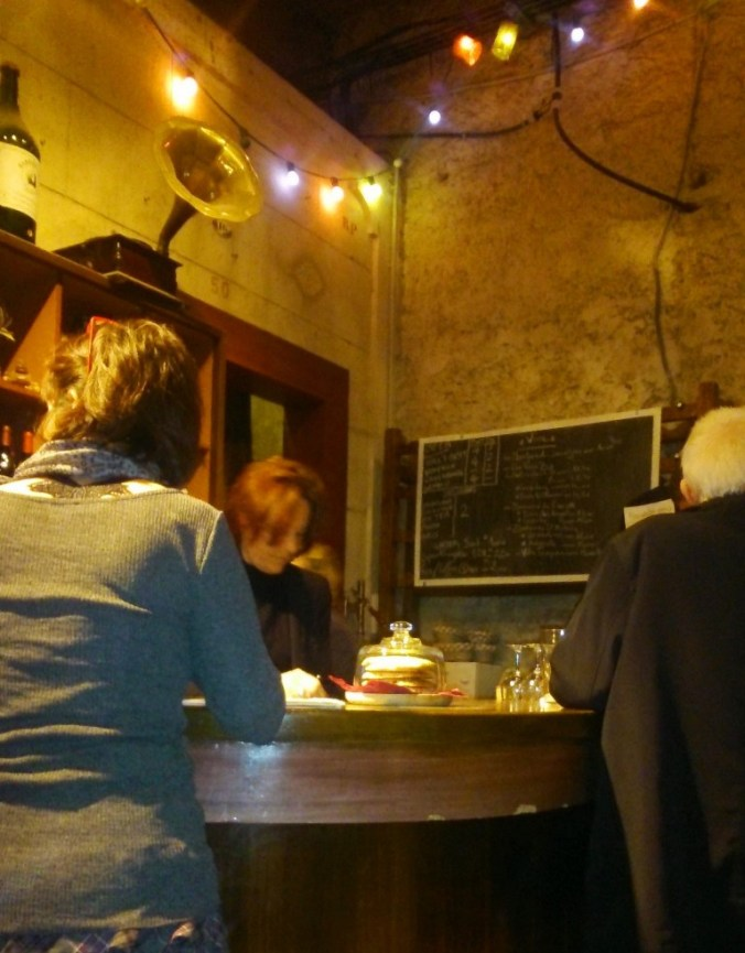 le comptoir bar du Pezenas Pub Quiz a l'Illustre Theatre