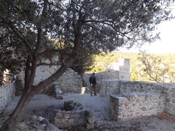 salle voutee ancien vestige du chateau d'Eus