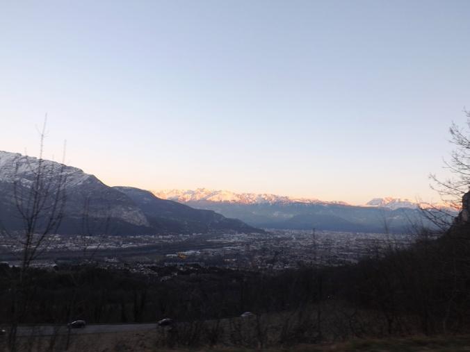 soleil couchant sur les montagnes au dessus de Grenoble