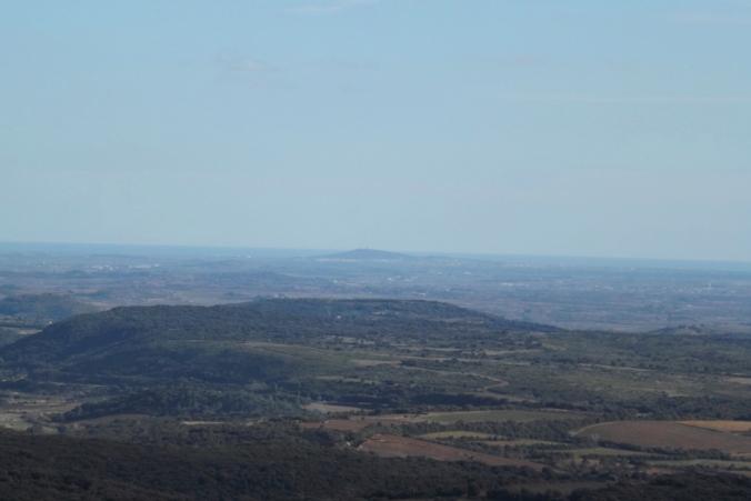 vue sur agde depuis la table d'orientation du moulin de faugeres