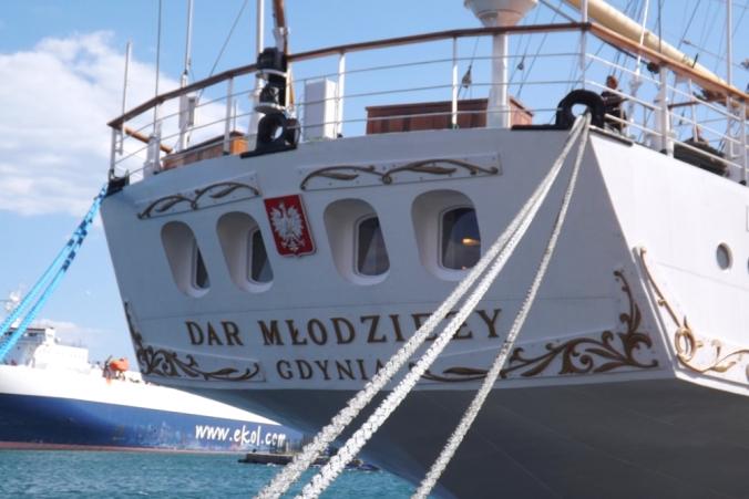arrière du voilier polonais escale a sete