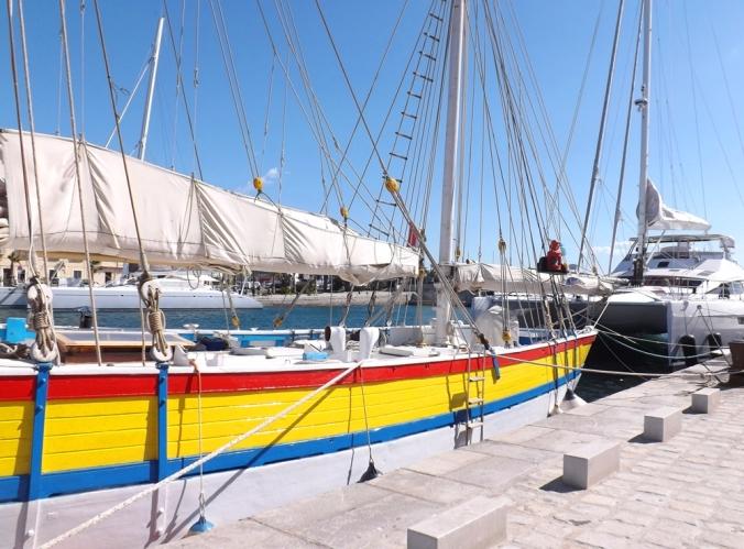 bateau colore escale a sete