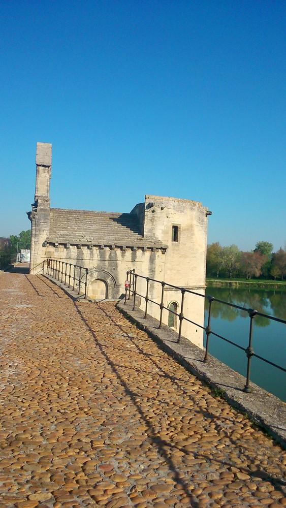 chapelle saint Benezet sur le pont d'avignon