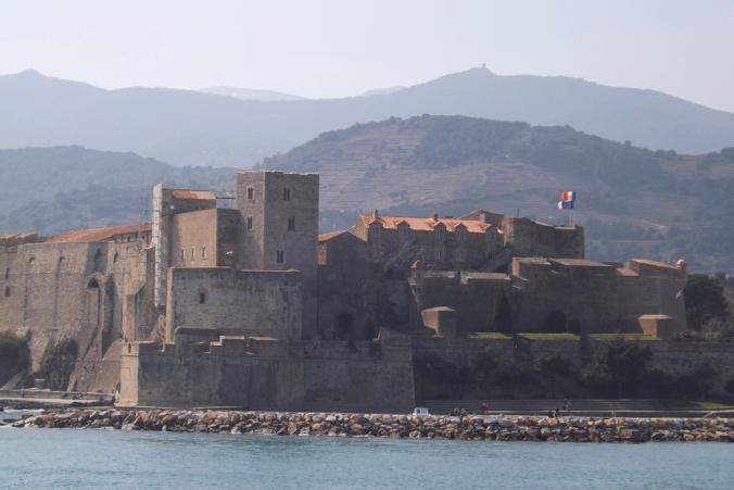 chateau collioure vu depuis la plage st vincent