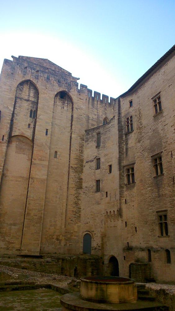 cour palais des papes avignon
