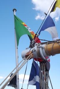drapeauxx sur le santa maria manuela