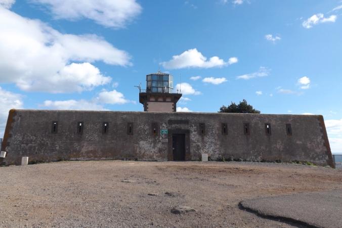 entree du phare du mont saint loup aagde
