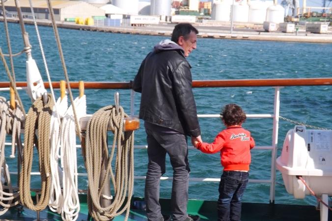 fred et matthieu sur le voilier polonais escale a sete
