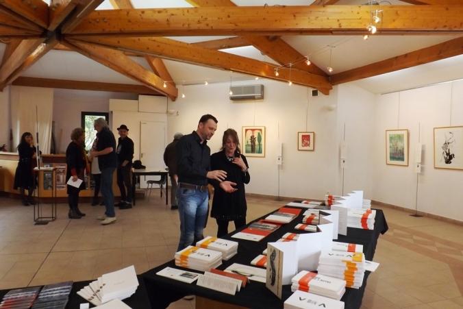 Helene Mouraret à l'exposition Bord de l'autre a Octon