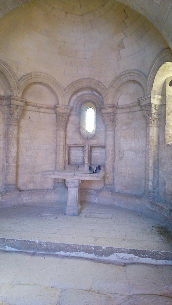 interieur chapelle saint benezet pont d'avignon