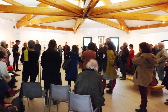 le public a l'exposition Bord de l'aautre a Octon