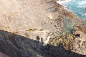ombre sur les rochers jetee de collioure