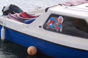 petit bateau sticker superman port de Bouzigues