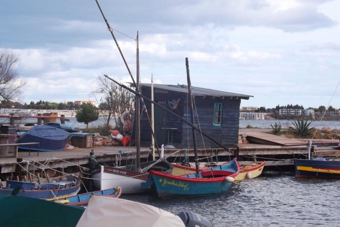 petites barques de pecheurs Bouzigues