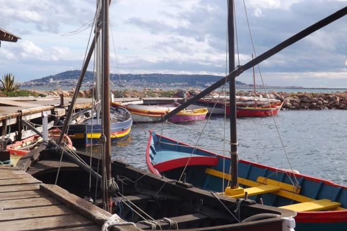 ponton vieilles barques de pecheurs a Bouzigues